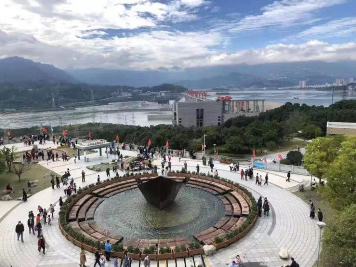三峡大坝旅游区新春回暖